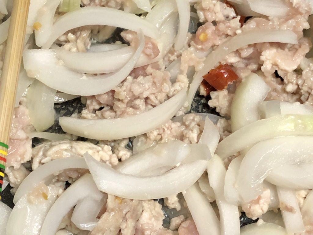 ガパオライス肉とたまねぎ炒め